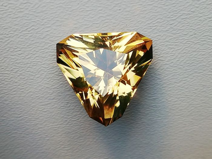 CITRÍN TRIANGL 15,15ct